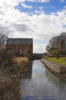 Mill House & Millstream Royalty Free Stock Photos