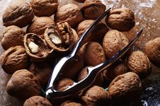 Free Walnuts And A Cracker 3 Royalty Free Stock Photos - 578968