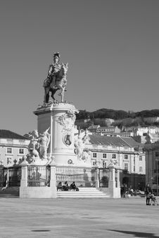 Free Monument On A Square Royalty Free Stock Images - 579159