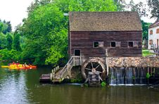 Free Water Wheel Royalty Free Stock Image - 5700776