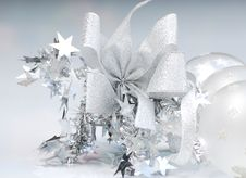 Free Christmas Baubles Royalty Free Stock Images - 5703689