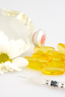 Free Pills And Syringe Royalty Free Stock Photo - 5705195
