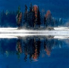 Free Misty Morning Water Reflection Royalty Free Stock Photos - 5705788