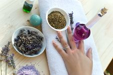 Free Women Hand With Lavender On The Towel Stock Images - 5711394