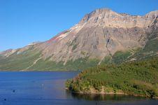 Free Mountians And Lake Stock Image - 5711791