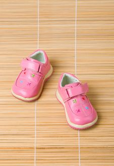 Free Pink Children S Shoes 2 On Bamboo Stock Photography - 5713192