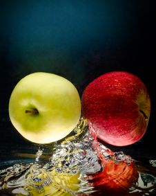 Free Fresh Apple In Water Stock Photos - 5713283