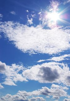 Free Sun And Clouds In A Blue Sky Stock Photography - 5715362
