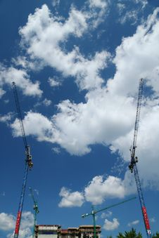 Free Construction Cranes Royalty Free Stock Photo - 5715955
