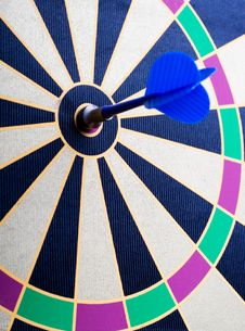 Free Magnetic Dart Board With Darts Royalty Free Stock Image - 5716766
