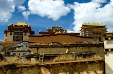 Free Songzanlin Tibet Temple Royalty Free Stock Photos - 5718908