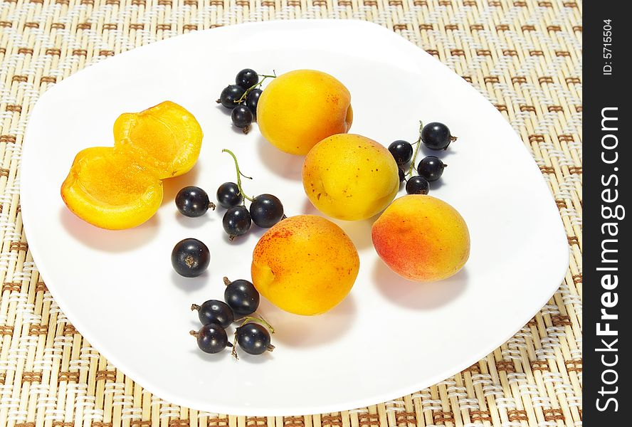 Ripe apricots and currant
