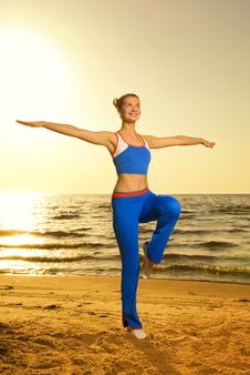 Free Woman Doing Fitness Exercise Stock Photos - 5723343