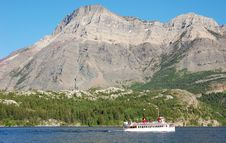 Free Sailing In Upper Waterton Lake Royalty Free Stock Photography - 5728417