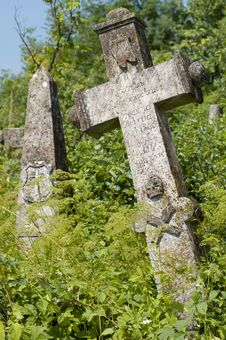 Free Crosses On The Cemetory Royalty Free Stock Photo - 5729955