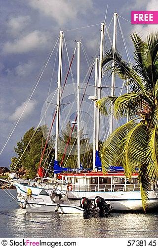 Free Waiting Boats & Morning Marine. Royalty Free Stock Photo - 5738145