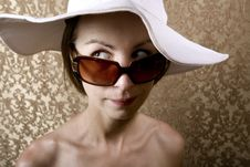 Free Woman With Sunglasses Royalty Free Stock Photography - 5731437