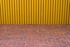 Free Wooden Roof And Birck Wall Stock Photography - 5731902