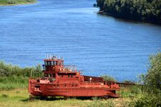 Free Old Red Tugboat Stock Images - 5736464