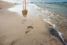 Free Woman S Footprints On The Seashore Stock Photography - 57377002