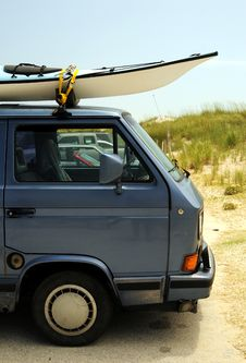 Free Old Volkswagen Bus With Surfboards Stock Images - 5740444
