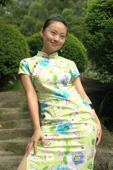 Free Chinese Girl In Traditional Dress Royalty Free Stock Images - 5742749