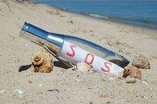 Free Message In A Bottle With SOS Signal Royalty Free Stock Photos - 5743778