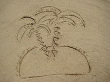 Free Figures Palm Tree On Sand Royalty Free Stock Image - 5744336
