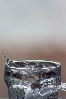 Free Glass Of Water Background 13 Royalty Free Stock Photography - 5744607