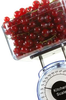 Free Kitchen Scales And Currants. Royalty Free Stock Photo - 5745115