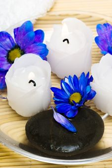 Free Candles In Water With Flowers Royalty Free Stock Image - 5748346
