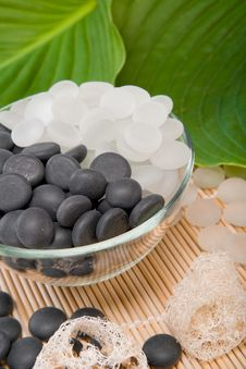 Free White And Black Stones Stock Image - 5750351