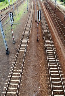 Free Perspective Of Crossing Rails Royalty Free Stock Images - 5751209