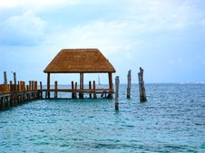 Free Beach Palapa Hut On Ocean Stock Photography - 5752882