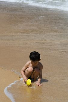 Free Child On A Beach Stock Images - 5752964