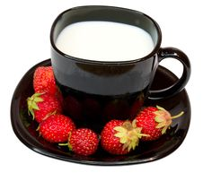 Free Cup Of Milk And Strawberries Royalty Free Stock Photo - 5753065