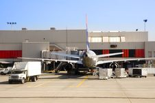 Free Airliner At The Gate Royalty Free Stock Photography - 5756477