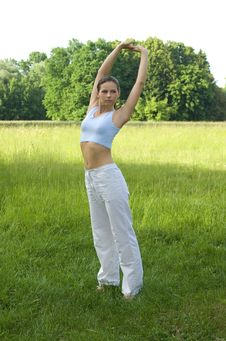 Free Sporty Girl Exercising Royalty Free Stock Photo - 5758225
