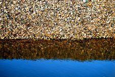 Free Reflecting Stones Royalty Free Stock Image - 5760956
