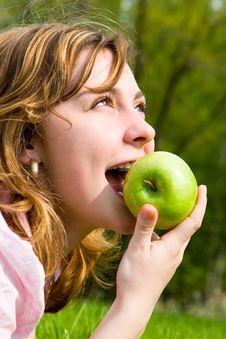 Free Pretty Woman Eating Green Apple Stock Photography - 5762012