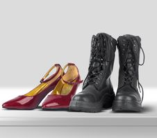 Free He And She Shoes Royalty Free Stock Photography - 5762427