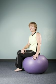 Free Woman Sitting On An Exercise Ball Royalty Free Stock Photo - 5762645