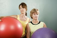 Free Women Posing With Exercise Balls Royalty Free Stock Images - 5763199