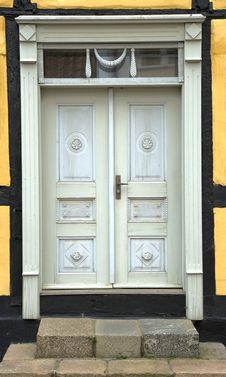 Free Grey Door Stock Photo - 5765270