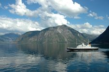 Free Ferry Ship In Norway Stock Images - 5767704