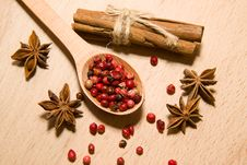 Free Spoon With A Mixture Of Grains Of Pepper, Cinnamon And Star Anis Royalty Free Stock Image - 57601536