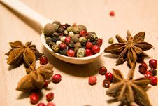 Free Spoon Filled With A Mixture Of Grains Of Pepper And Star Anise O Royalty Free Stock Photos - 57603488