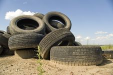 Free Heap Of The Old Worn Out Automobile Tyre Covers. Stock Images - 5771374
