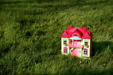 Free Miniature  House On Grass Royalty Free Stock Photography - 5771557