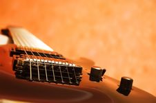 Free Close-up Of The Black Electric Guitar Royalty Free Stock Image - 5772116